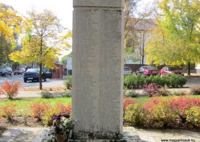 Újfehértó II. világháborús emlékmű 2013.10.11. küldő-kalyhas (7)