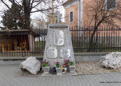 Újhartyán I. világháborús emlékmű 2015.11.27.küldő-kalyhas (2)