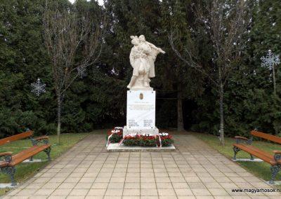 Újhartyán világháborús emlékmű 2015.11.27. küldő-kalyhas (1)