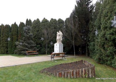 Újhartyán világháborús emlékmű 2015.11.27. küldő-kalyhas (11)