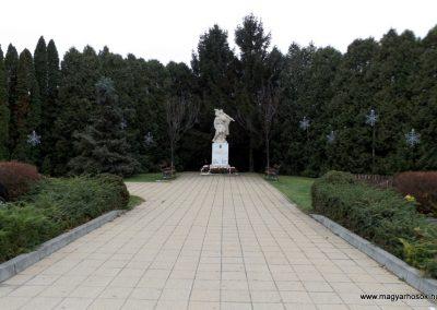 Újhartyán világháborús emlékmű 2015.11.27. küldő-kalyhas