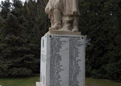 Újhartyán világháborús emlékmű 2015.11.27. küldő-kalyhas (6)