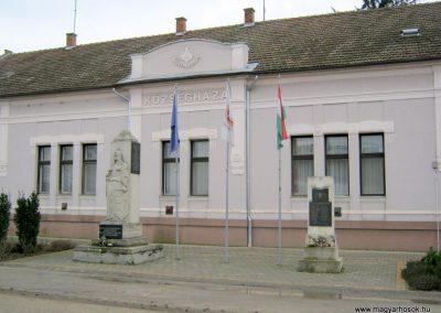 Újszentiván I. és II. világháborús emlékművek 2015.03.14. küldő-Emese (1)