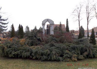 Újszilvás világháborús emlékmű 2015.01.17. küldő-kalyhas (12)