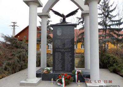 Újszilvás világháborús emlékmű 2015.01.17. küldő-kalyhas (3)