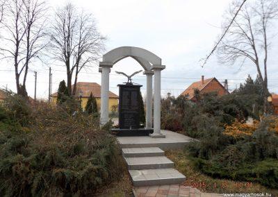 Újszilvás világháborús emlékmű 2015.01.17. küldő-kalyhas (8)