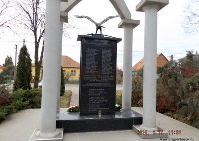 Újszilvás világháborús emlékmű 2015.01.17. küldő-kalyhas (9)