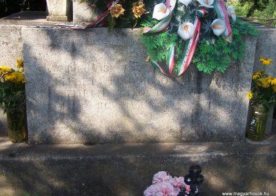 Úri világháborús emlékmű 2009.06.28. küldő-Horváth Zsolt (3)