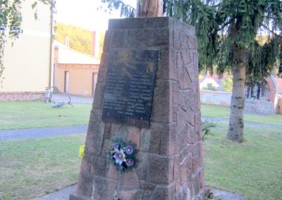Úrkút világháborús emlékmű 2013.08.17. küldő-kalyhas (9)