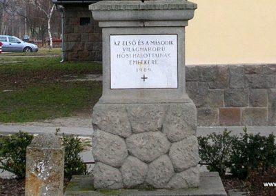 Üröm világháborús emlékmű 2008.02.10. küldő-Zebi (4)