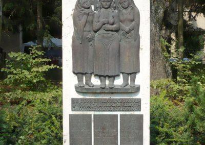 Őriszentpéter világháborús emlékmű 2010.08.13. küldő-Sümec már megvan,cserélni! (1)