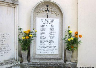 Ősagárd világháborús emléktáblák 2011.08.15. küldő-kalyhas (4)