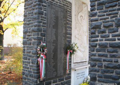 Abasár világháborús emlékmű 2008.10.13. küldő-kalyhas (1)