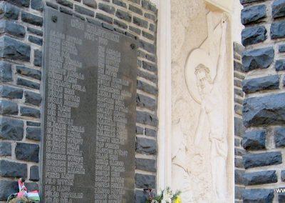Abasár világháborús emlékmű 2008.10.13. küldő-kalyhas (2)