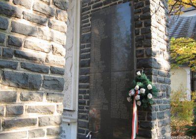 Abasár világháborús emlékmű 2008.10.13. küldő-kalyhas (9)