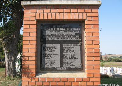 Acsa II.vh emlékmű 2009.09.28. küldő-kalyhas (1)