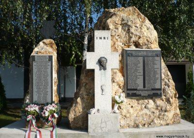 Ajak világháborús emlékmű 2010.09.12. küldő-sümec (2)