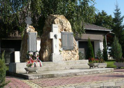 Ajak világháborús emlékmű 2010.09.12. küldő-sümec