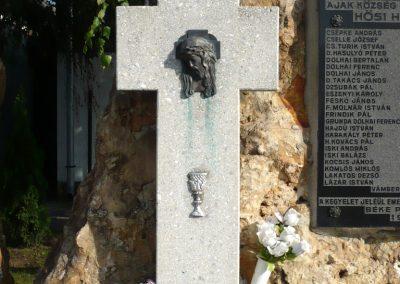 Ajak világháborús emlékmű 2010.09.12. küldő-sümec (6)
