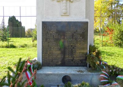 Ajkarendek, I. és II. világháborús emlékmű