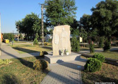 Ajka-Bakonygyepes világháborús emlékmű 2013.08.17. küldő-kalyhas (1)