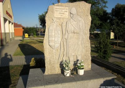 Ajka-Bakonygyepes világháborús emlékmű 2013.08.17. küldő-kalyhas (2)