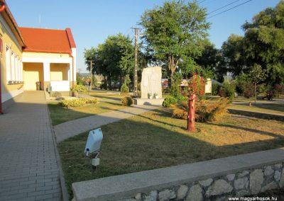 Ajka-Bakonygyepes világháborús emlékmű 2013.08.17. küldő-kalyhas