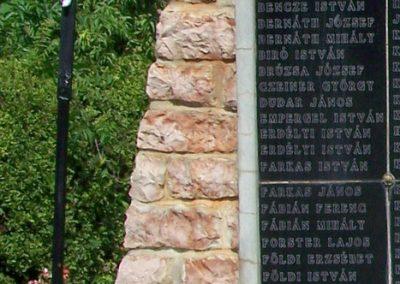 Alap II.vh emlékmű 2008.08.23. küldő-Balhegy Gabriella (1)