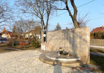 Albertirsa II. világháborús emlékmű 2015.02.19. küldő-kalyhas (6)