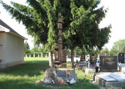 Aldebrő temető világháborús kopjafa 2007.06.11.küldő-kalyhas