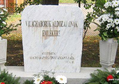 Algyő világháborús áldozatok emlékműve a temető bejáratánál 2014.09.20. küldő-Emese (1)