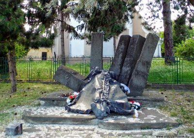 Alistál világháborús emlékmű 2014.06.18. küldő-Méri (7)
