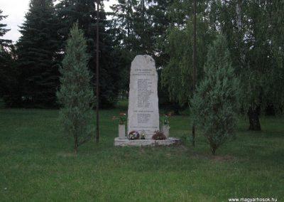 Almásfüzitő II.vh emlékmű 2008.07.02.küldő-Kályhás