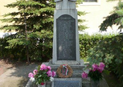 Alsóújlak világháborús emlékmű 2012.05.24. küldő-Sümec (2)
