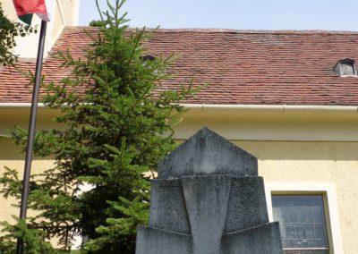 Alsóújlak világháborús emlékmű 2012.05.24. küldő-Sümec (3)