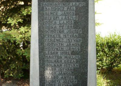 Alsóújlak világháborús emlékmű 2012.05.24. küldő-Sümec (4)