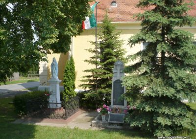 Alsóújlak világháborús emlékmű 2012.05.24. küldő-Sümec