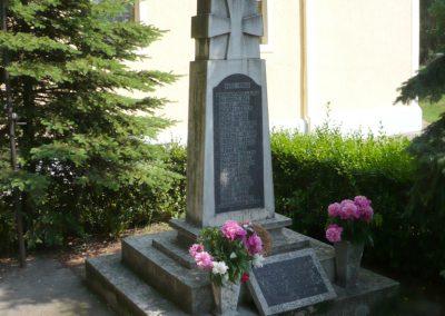 Alsóújlak világháborús emlékmű 2012.05.24. küldő-Sümec (8)