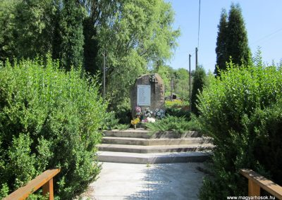Alsópetény II.vh emlékmű 2011.08.15. küldö-kalyhas (1)