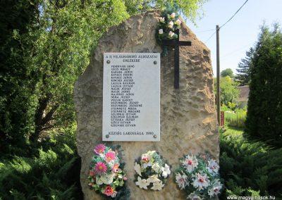 Alsópetény II.vh emlékmű 2011.08.15. küldö-kalyhas (2)