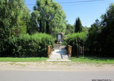 Alsópetény II.vh emlékmű 2011.08.15. küldő-kalyhas