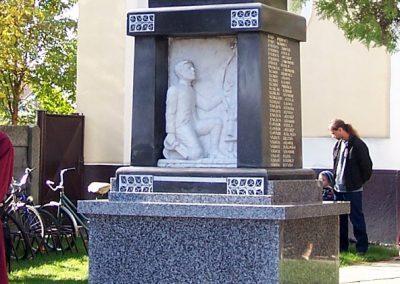 Alsószeli I.vh emlékmű felújítás után 2008.10.19. küldő-Szabados László (2)