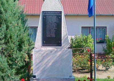 Alsószentiván II.vh emlékmű 2010.07.13. küldő-Csiszár Lehel