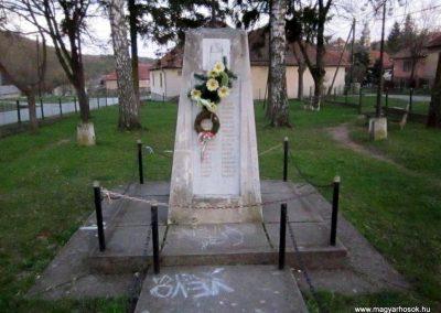 Alsótelekes II. világháborús emlékmű 2013.04.21. küldő-kalyhas (2)