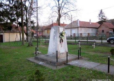 Alsótelekes II. világháborús emlékmű 2013.04.21. küldő-kalyhas (5)