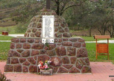 Alsótold világháborús emlékmű 2007.10.22. küldő-Mónika39 (2)