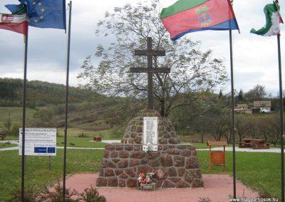 Alsótold világháborús emlékmű 2007.10.22. küldő-Mónika39