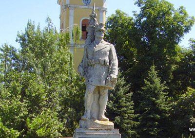 Alsóvadász világháborús emlékmű 2009.07.24. küldő-megtorló (1)