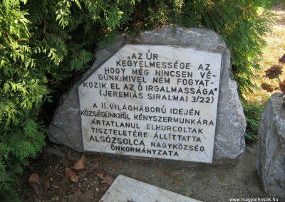 Alsózsolca köztemető II. világháborúban kényszermunkán elhunytak emlékműve 2015.08.09. küldő-Emese (1)