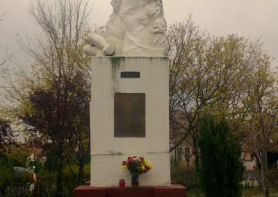 Ambrózfalva világháborús emlékmű 2012.11.13. küldő-Csiszár Lehel (3)